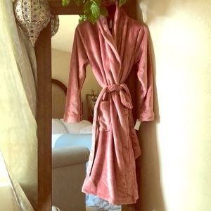Other - Comfy rose plush robe with gold reflects